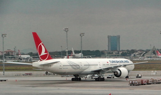 Самолёт из Стамбула совершил жёсткую посадку в аэропорту Одессы