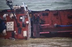 С борта затонувшего в Одессе танкера «Delfi» спасатели сняли его экипаж