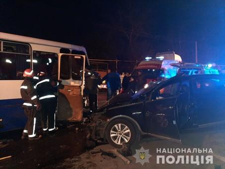Между Одессой и Черноморском столкнулись легковушка и пассажирский автобус