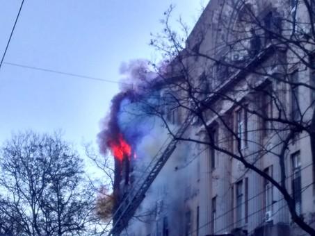 В центре Одессы горит памятник архитектуры (обновляется)