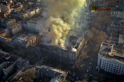 Страшный пожар в Одессе: столб дыма поднялся на сотни метров в высоту (ФОТО)