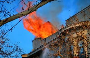 Президент Украины призвал не искать крайних в пожаре в одесском колледже