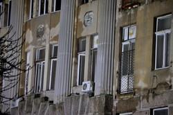 Сгоревшее здание в Одессе продолжает оставаться в угрожающем состоянии (ФОТО)