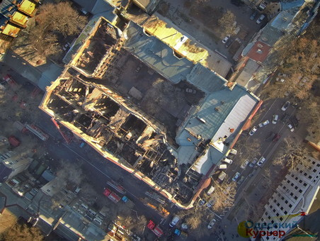 В сгоревшем доме Асвадурова готовятся к обрушению флигеля во дворе