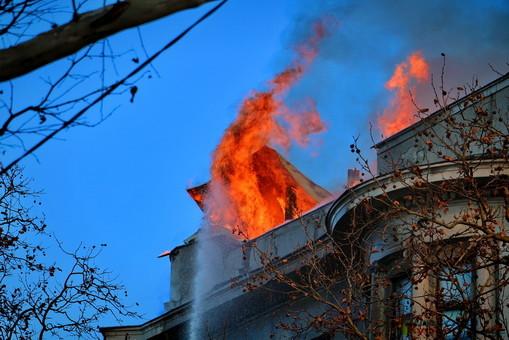 Правоохранители рассматривают три версии возникновения пожара в доме Асвадурова