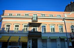 В центре Одессы надстроили дополнительный этаж на памятнике архитектуры середины XIX века (ФОТО)