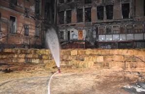 В Одессе сносят стены аварийного флигеля дома Асвадурова (ФОТО, ВИДЕО)