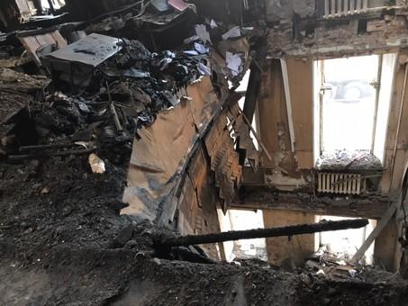 Спасатели приостановили работы в сгоревшем доме Асвадурова в связи с угрозой обрушения