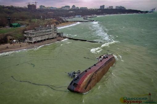 Авария танкера в Одессе: спасатели наконец-то изъяли судовые документы