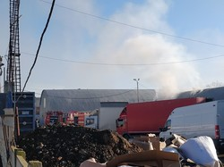 """Очередной пожар в Одессе: горит склад около промрынка """"7-й километр"""""""
