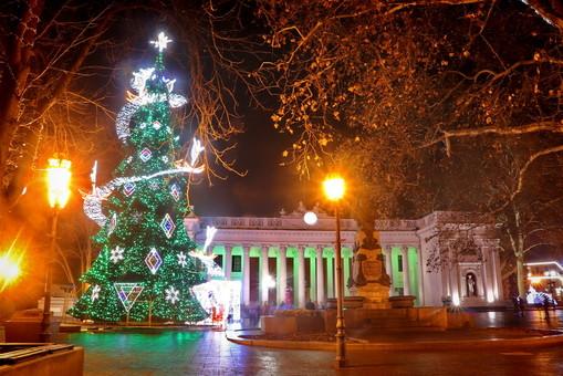 Одесса уже сияет новогодними огнями (ФОТО)