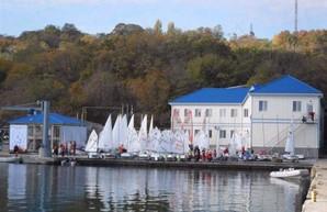 Черноморский яхт-клуб в Одессе продавать пока не будут
