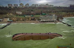В Одессе еще раз проверяют морскую воду у места кораблекрушения танкера