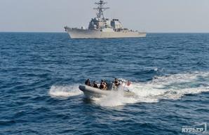 """На пути в Одессу американский эсминец подвергся условной """"атаке"""" российских самолетов"""