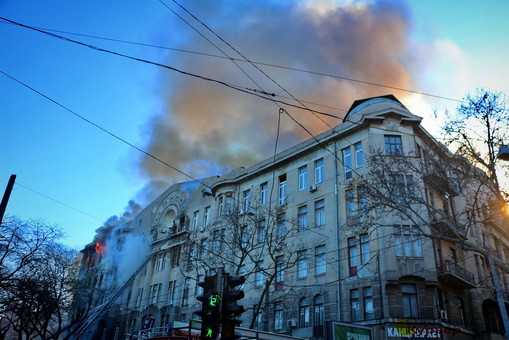 Опубликовано видео начала пожара в доме Асвадурова в Одессе