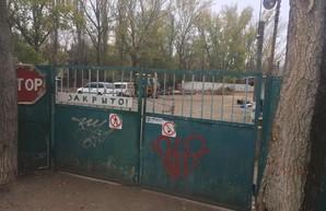 Суд отменил арест земельного участка в Одессе, где велась незаконная стройка
