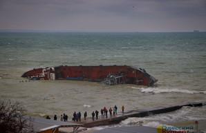 В Одесской ОГА еще не знают, как и когда можно убрать затонувший танкер