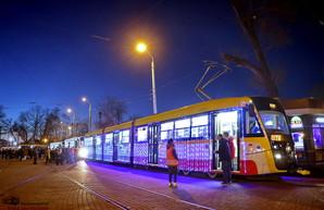 В Одессе провели еще один парад рождественских трамваев для детей (ФОТО, ВИДЕО)