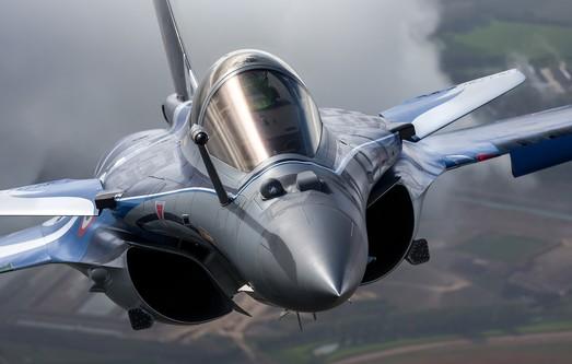 """Rafale выходит из крутого пике и """"делает нервы"""" МиГ-29 и Су-30МКИ"""