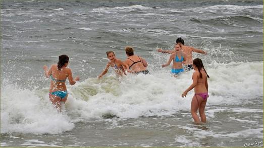 Одесситы массово купались в зимнем море (ФОТО)
