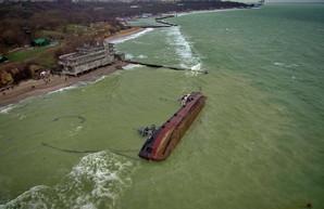 Кораблекрушение в Одессе: когда с пляжа уберут затонувший танкер