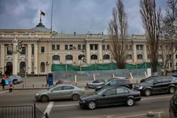 В Одессе сносят незаконный торговый павильон на Привокзальной площади (ФОТО)