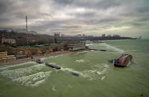 В Одесской мэрии считают, что демонтаж затонувшего танкера будет проходить во время курортного сезона