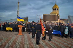 """В Одессе показали вооружение катеров типа """"Айленд"""" и выпустили новых лейтенантов флота (ФОТО)"""