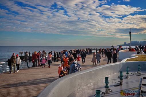 Море в Одессе: толпы гуляющих и птичьи базары (ФОТО, ВИДЕО)