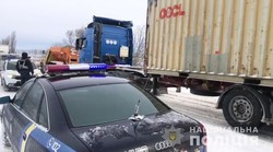 В Одесской области из снежных заносов вытащили около 70 застрявших машин (ФОТО, ВИДЕО)
