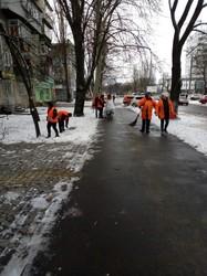 В Одессе борются с гололедом (ФОТО)