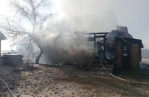 Пожары: в Затоке горела база отдыха, а в Одессе перевернулась пожарная машина