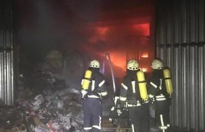 В Одессе горел большой склад на поселке Большевик