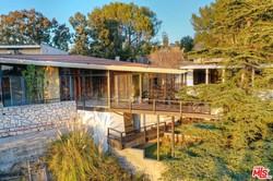 Вилла Люка Бессона в Калифорнии стоит дешевле захудалого особняка в Одессе на Фонтане