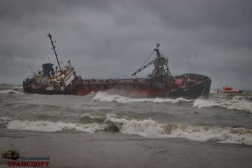 Капитана затонувшего на одесском пляже танкера подозревают в создании аварийной ситуации