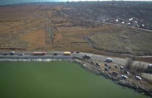 Хаджибейская дамба и выпуск канализации: две связанных между собой проблемы Одессы