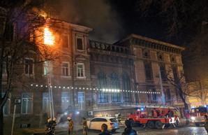 В Одессе горел памятник архитектуры - бывший дом медработников (обновлено)