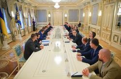 У президента поделили Украину между олигархами: Одесская область досталась Ставницеру