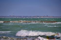Шторм на море бушует у берегов Одессы (ФОТО, ВИДЕО)