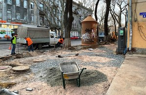 В Одессе ремонтируют тротуары по улице Нежинской