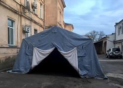 Спасатели установили в клиниках Одесской области 7 постов с палатками для приема больных коронавирусом