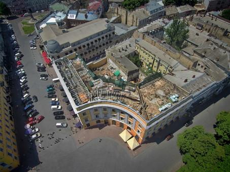 Беглый бизнесмен Тарпан продолжает уродовать памятники архитектуры Одессы