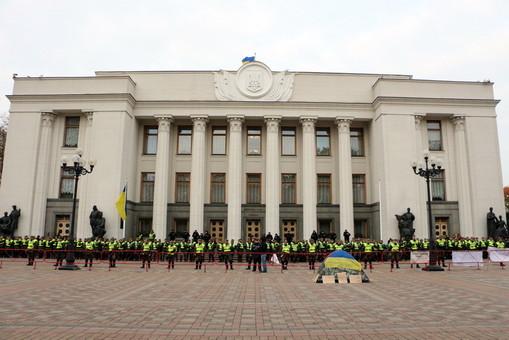 Бедные слуги народа из Одесской области не могут сами снимать жилье в Киеве