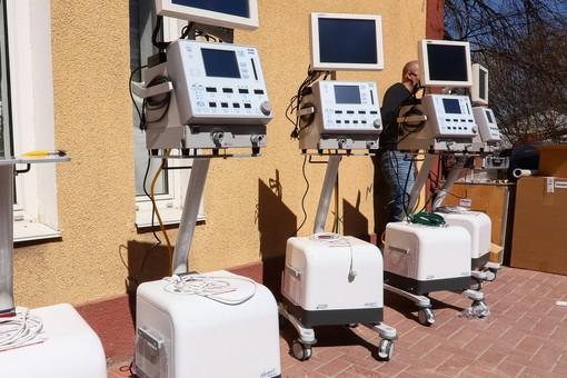 В одесскую инфекционную больницу привезли восемь новых аппаратов ИВЛ (ФОТО)