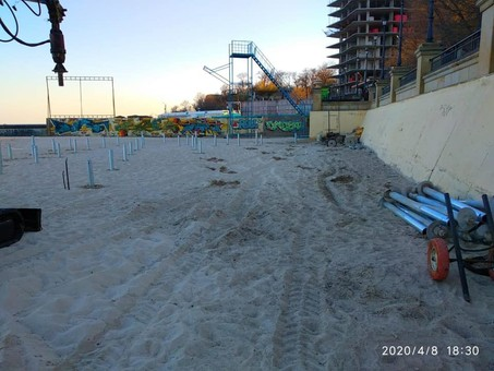 В Одессе на пляже пытались возвести нахалстрой: не вышло