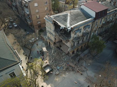 Стали известны подробности вчерашнего обрушения здания в центре Одессы