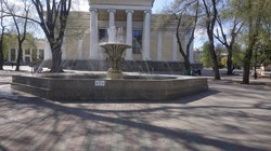 В Одессе заработали первые фонтаны