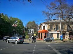 Одесса на карантине: закрытые рынки, дети на площадках и цветущий весенний город (ФОТО)