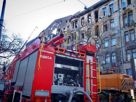 В центре Одессы ликвидировали пожар в арке жилого дома