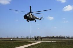 Курсанты Одесской военной академии отрабатывали эвакуацию раненых вертолётом